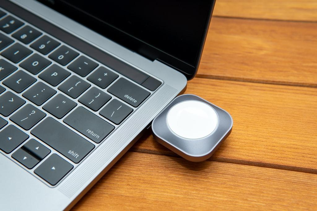 Satechi USB-C Apple Watch充電ドックをMacBook Proで使う