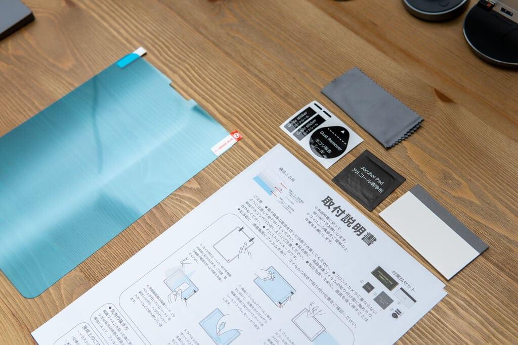 iPad Pro用「PCフィルター専門工房」ペーパーライクフィルムの付属物