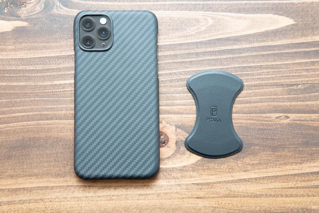 メタルプレートとiPhoneのサイズ比較