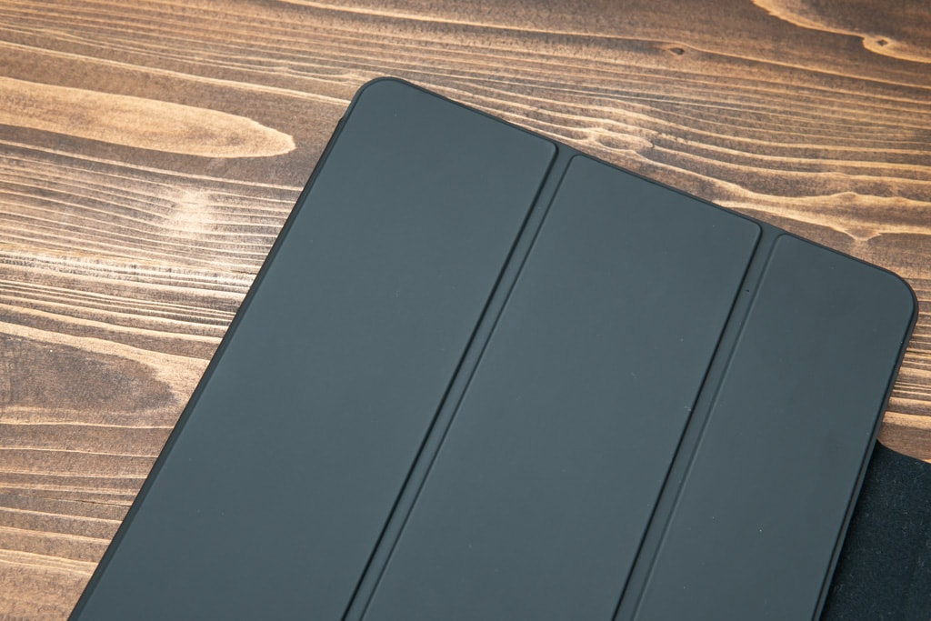 ESR iPad Pro 2020用ケースの素材感