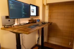 FlexiSpotレビュー:電動昇降スタンディングデスクで快適なデスクワーク環境が完成した