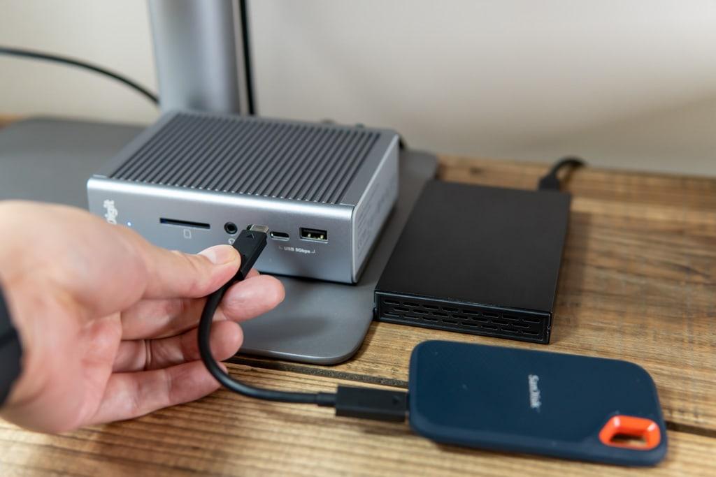 CalDigit TS3 Plusの前面に外付けSSDを