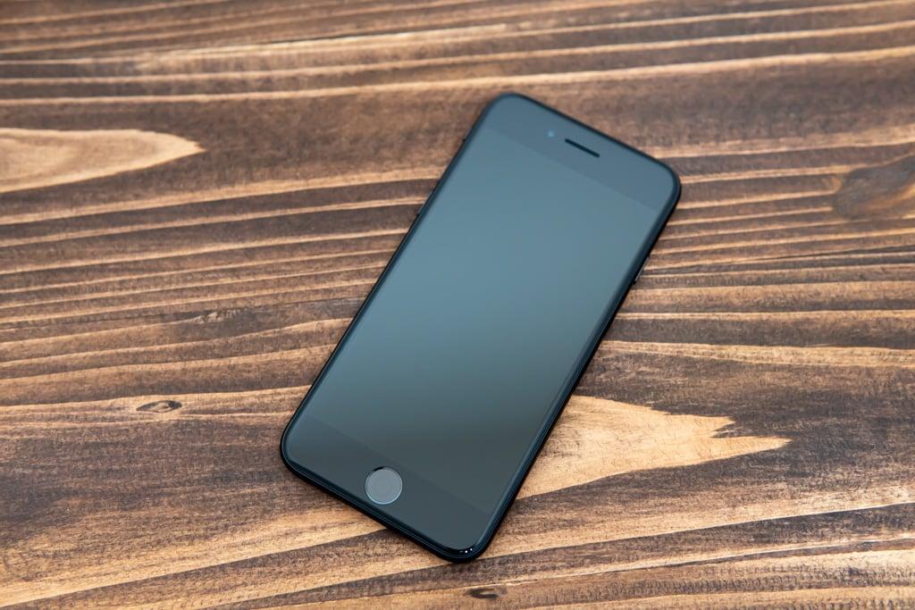 新型iPhone SE(第2世代)の前面