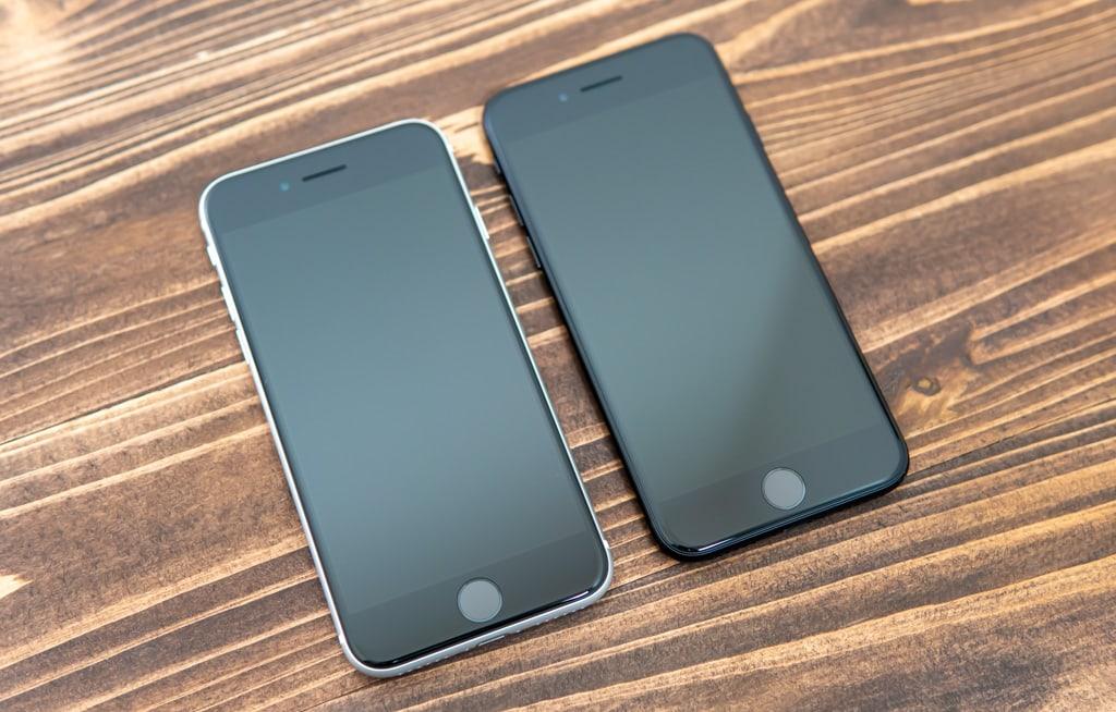 新型iPhone SE(第2世代)のホワイトとブラック
