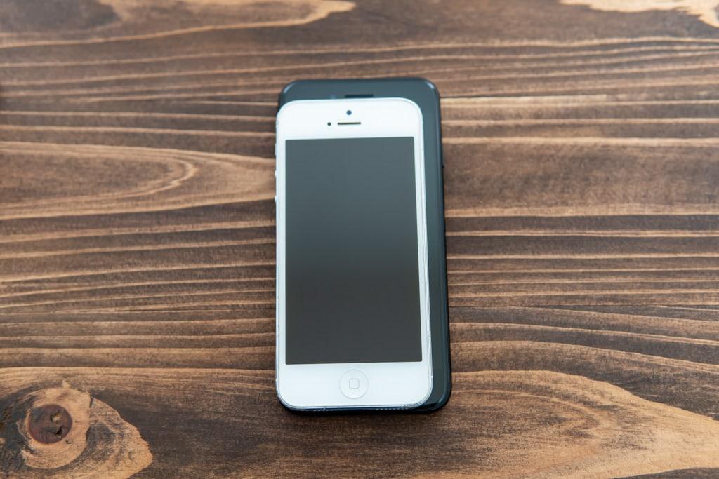 新型iPhone SE(第2世代)と旧型iPhone SEのサイズ比較