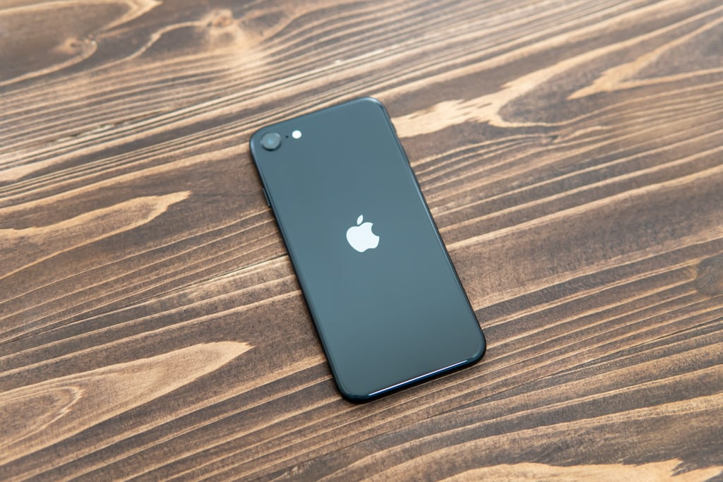 新型iPhone SE(第2世代)の背面