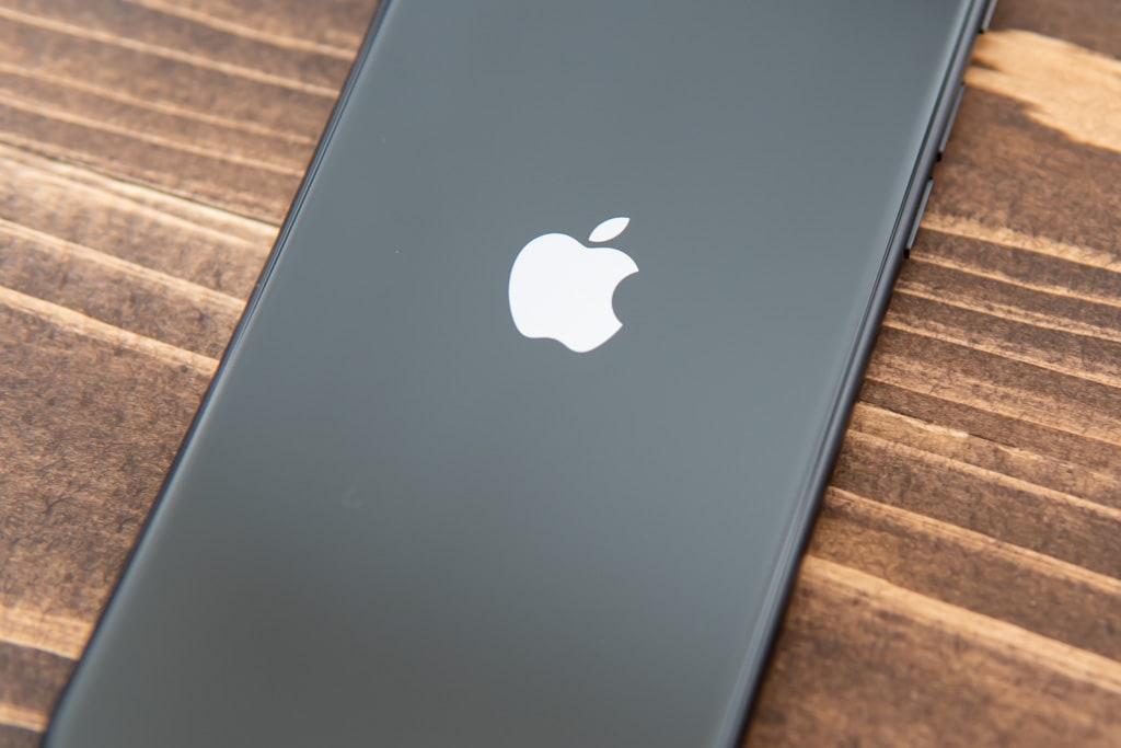 新型iPhone SE(第2世代)の背面はガラス素材