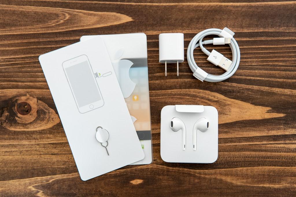 新型iPhone SE(第2世代)の付属品