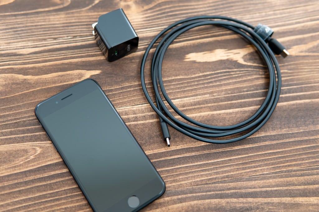 新型iPhone SE(第2世代)はPD対応しているので急速充電可能