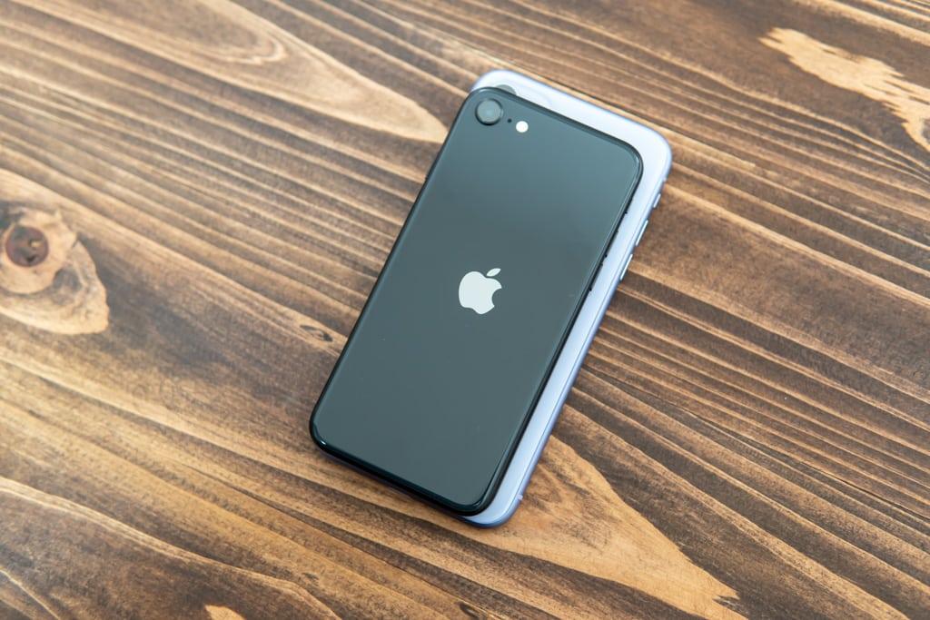 新型iPhone SE(第2世代)とiPhone 11のサイズ比較