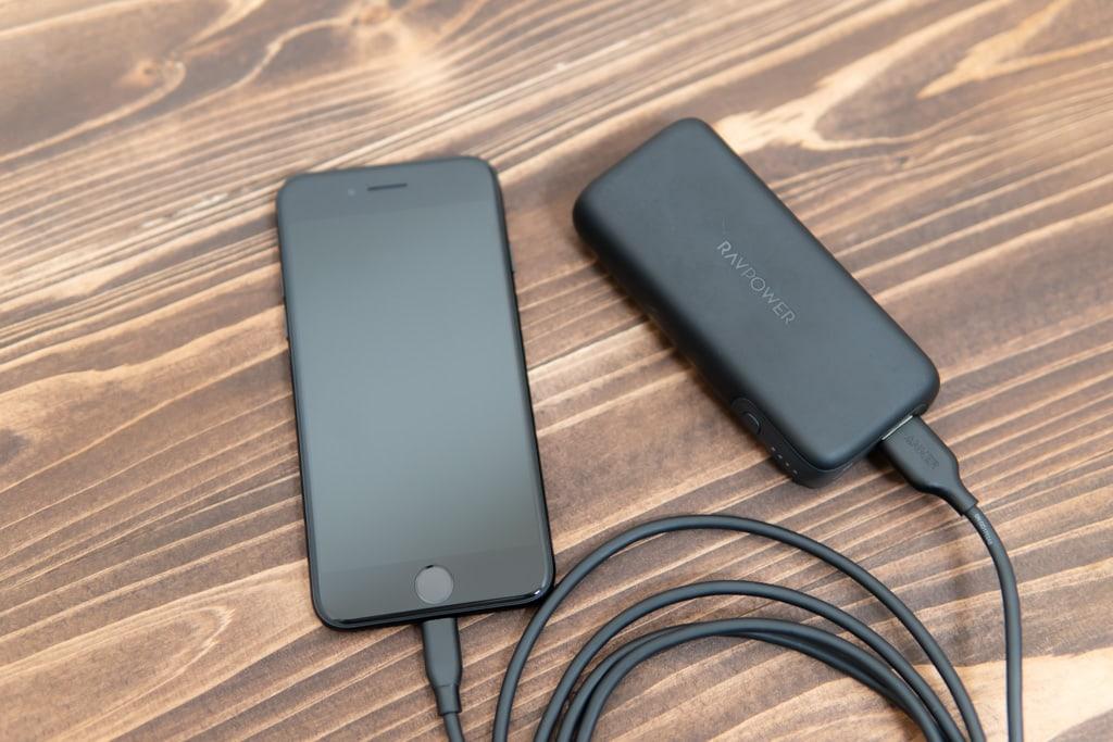 新型iPhone SE(第2世代)はモバイルバッテリーがあったほうがいい