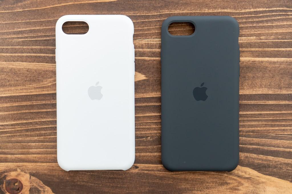 Apple純正iPhone SE 第2世代用シリコンケースのホワイトとブラック