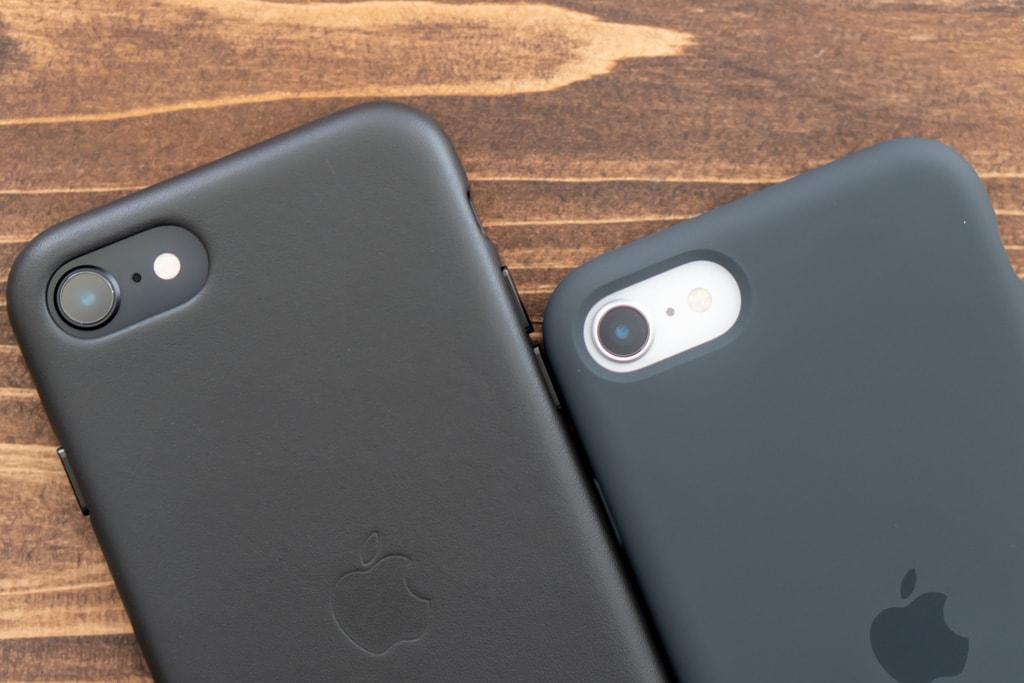 Apple純正iPhone SE 第2世代用レザーケースとシリコンケースの背面カメラ部分