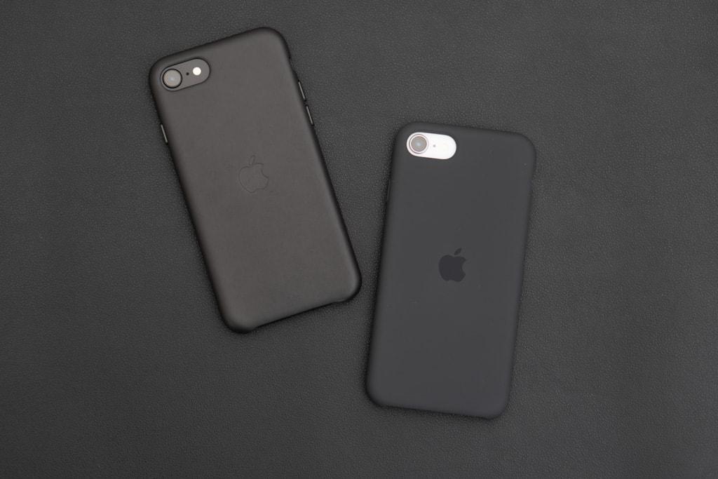 Apple純正iPhone SE 第2世代用レザーケースとシリコンケース