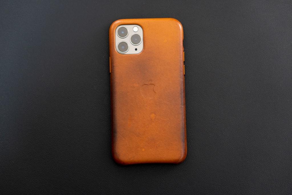 使い込んだiPhone 11 Pro用レザーケース