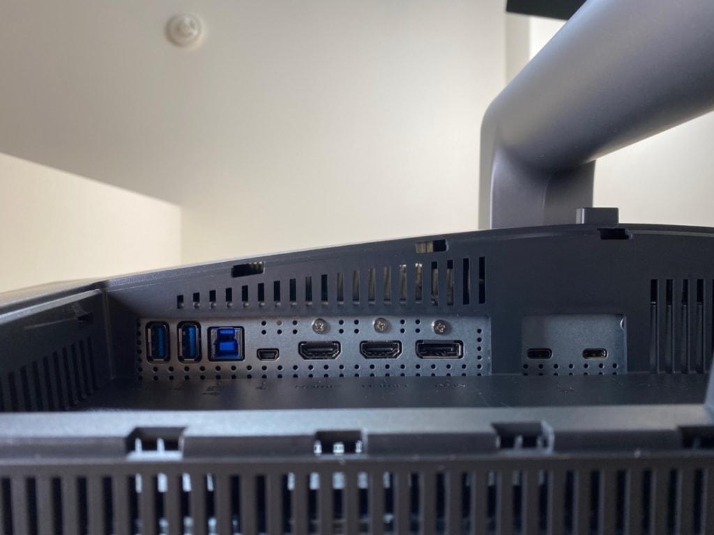 PD3220Uは豊富なインターフェースを持つ