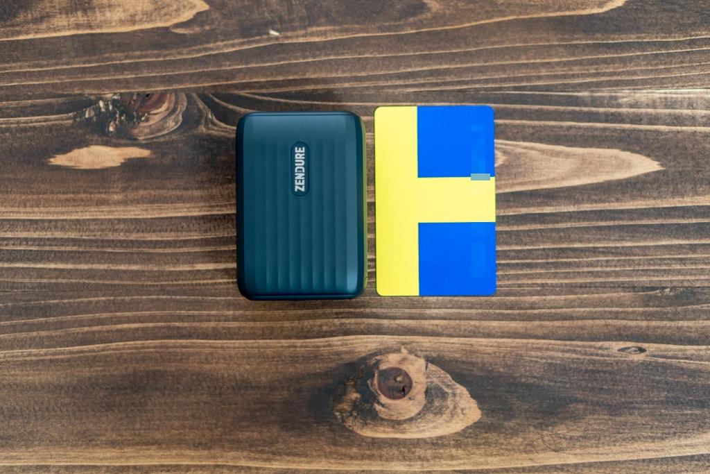 Zendure SuperHub SEはカードサイズ