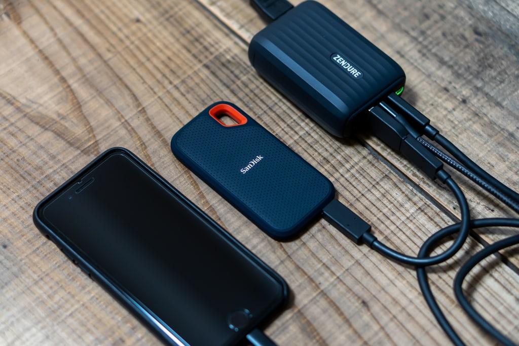 Zendure SuperHub SEにiPhoneと外付けSSDを接続