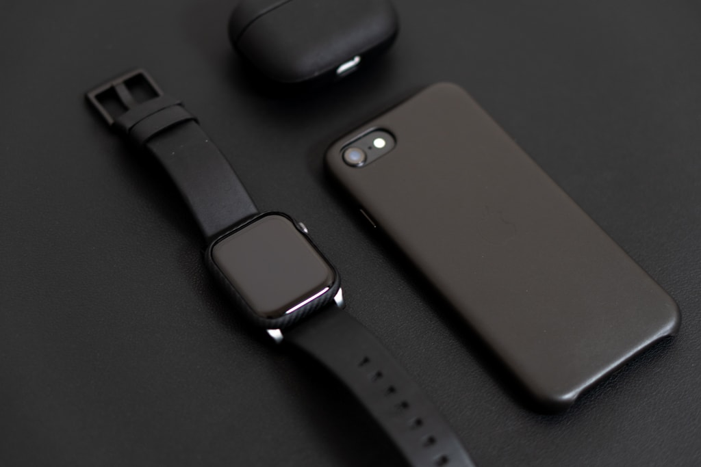 PITAKA Air Case for Apple WatchとNOMAD Active Strap