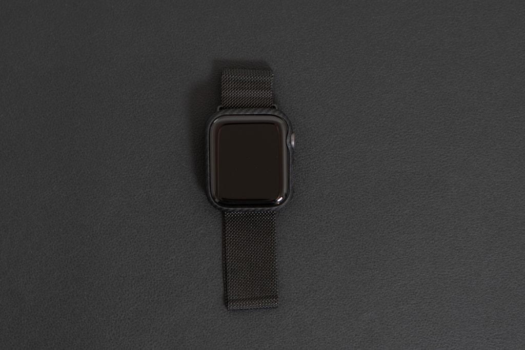 金属系バンドによく合うPITAKA Air Case for Apple Watch