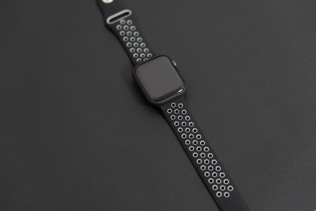 スポーツバンドとPITAKA Air Case for Apple Watch
