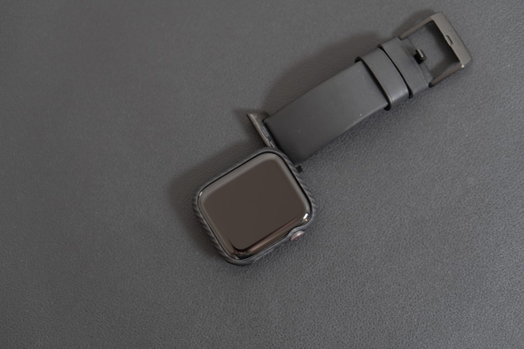PITAKA Air Case for Apple Watchをつけたままバンド交換が可能