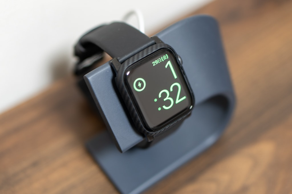 PITAKA Air Case for Apple Watchをつけたまま充電可能