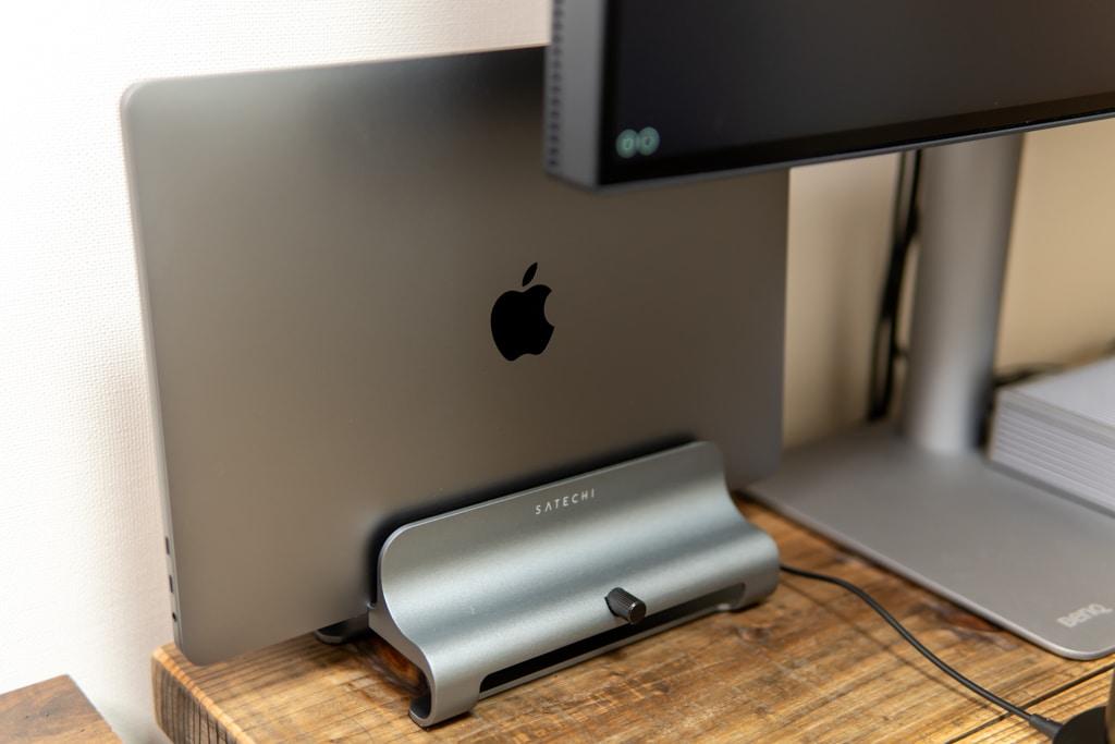 MacBook Pro 2020 13インチをSatechiラップトップスタンドに
