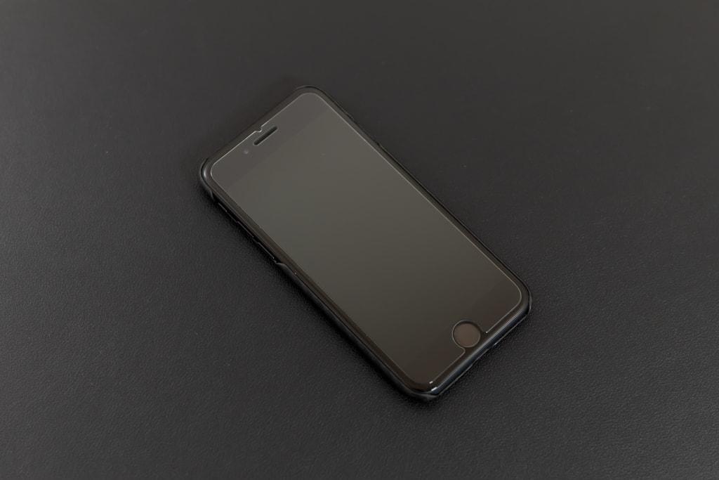 iPhone SE(2020)用ケース「PITAKA MagEZ」