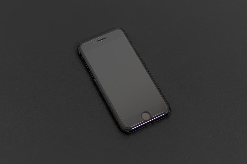 iPhone SE(2020)用PITAKA MagEZ Caseは薄くてまるでつけていないよう
