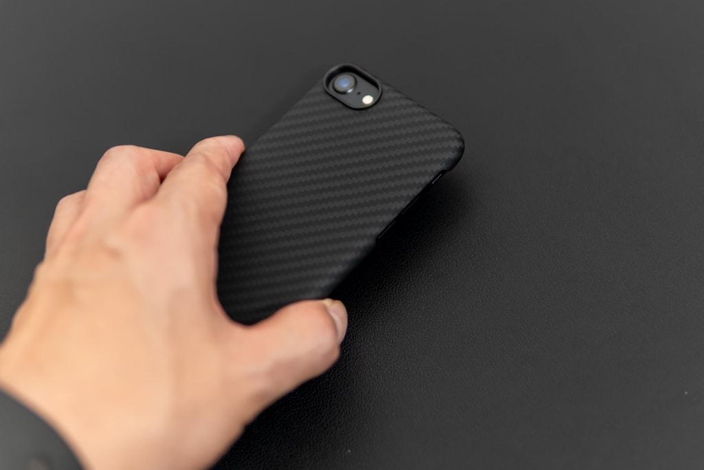 前からiPhoneを置くときは優しく
