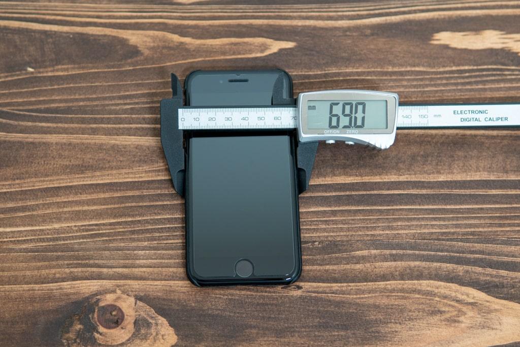 iPhone SE(2020)用PITAKA MagEZ Caseの特徴は69.0mm