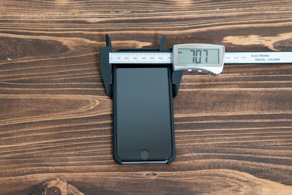 Apple純正シリコンケースは70.7mm