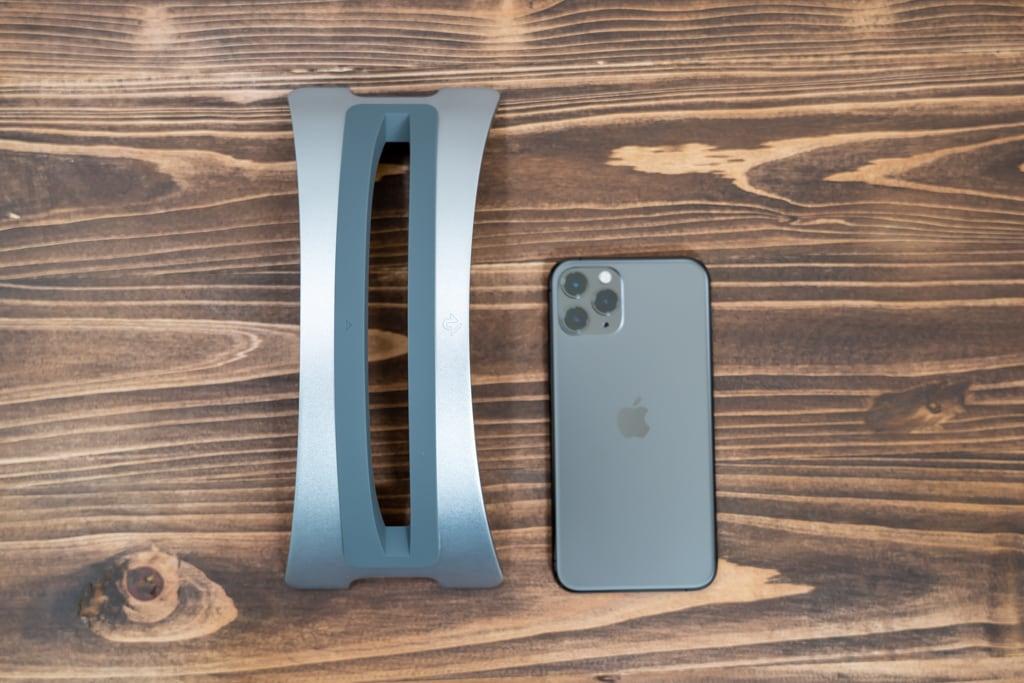 Twelve South BookArc for MacBookとiPhone 11 Pro