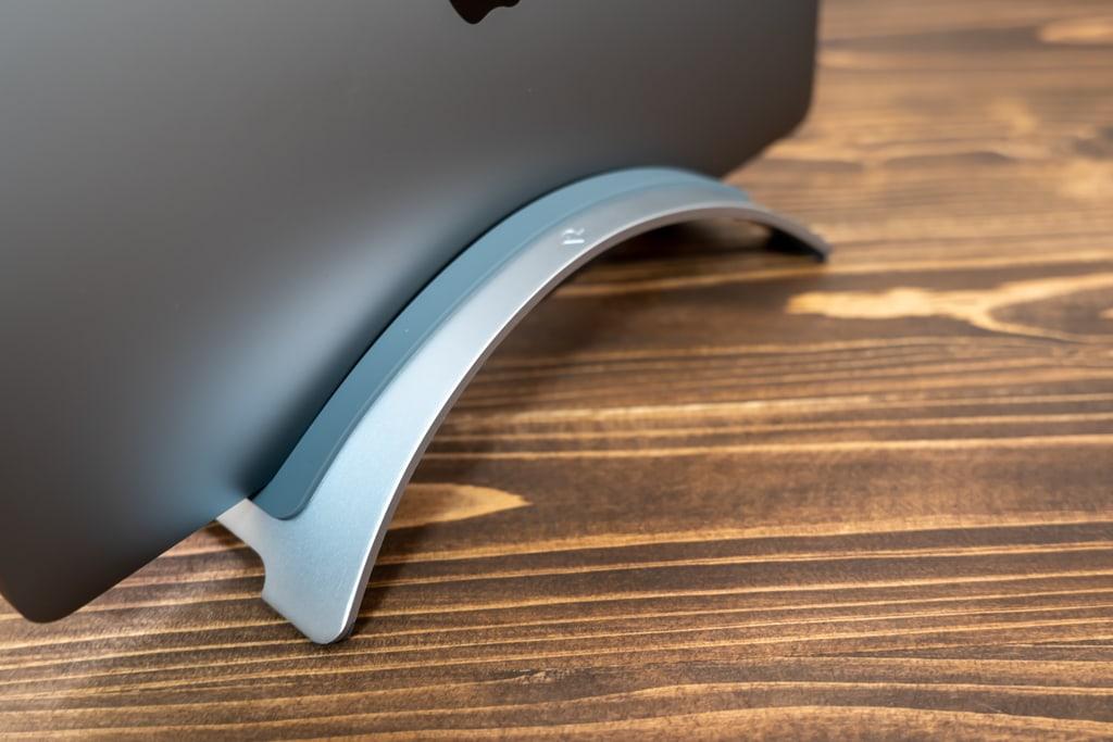 Twelve South BookArc for MacBookは両端で支えるデザイン