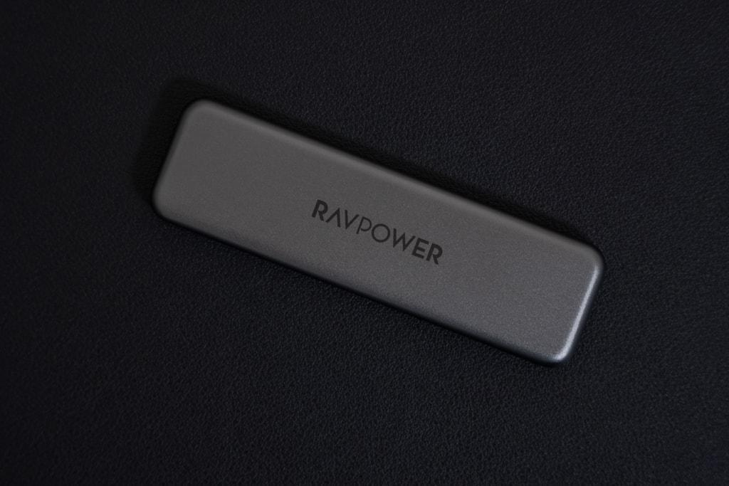 RAVPower RP-UM003は小型でスタイリッシュな外観