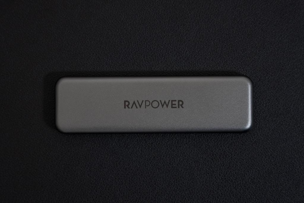 RAVPower RP-UM003の本体ははスタイリッシュ