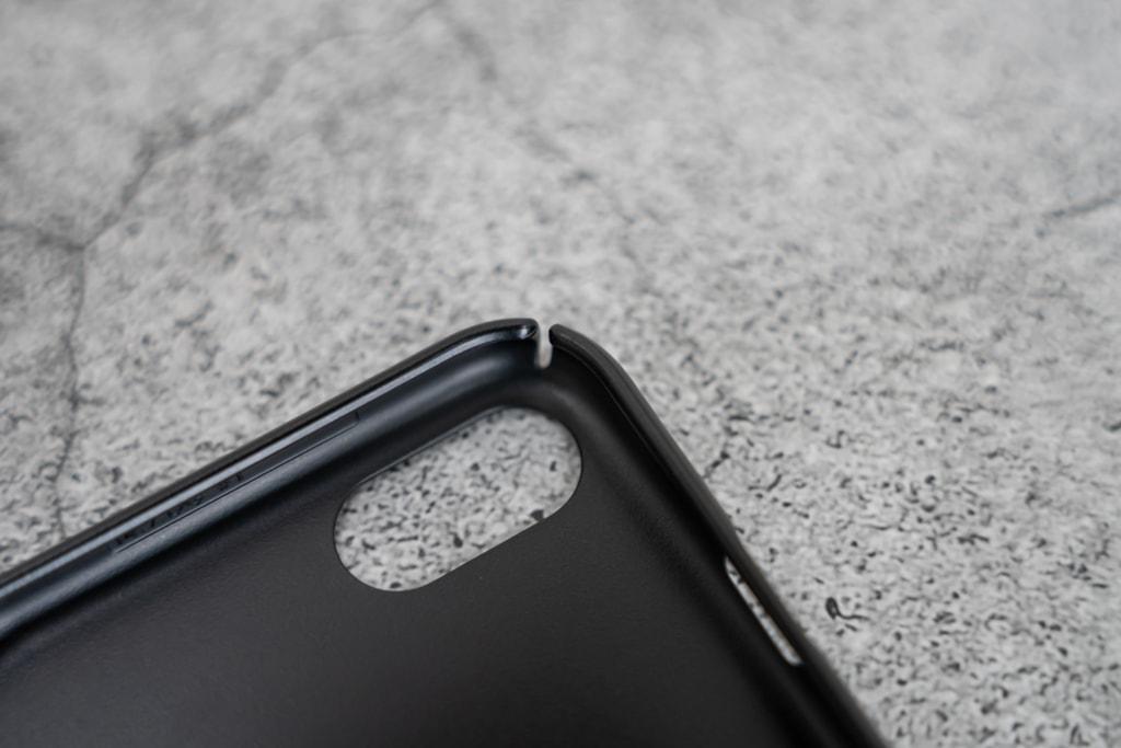 Caseology Dual Gripの四隅には切込みがあって付け外しが簡単