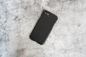 Caseology Dual Gripレビュー:滑り止めパッドを備えたコスパ高いiPhone SE 第2世代用ケース