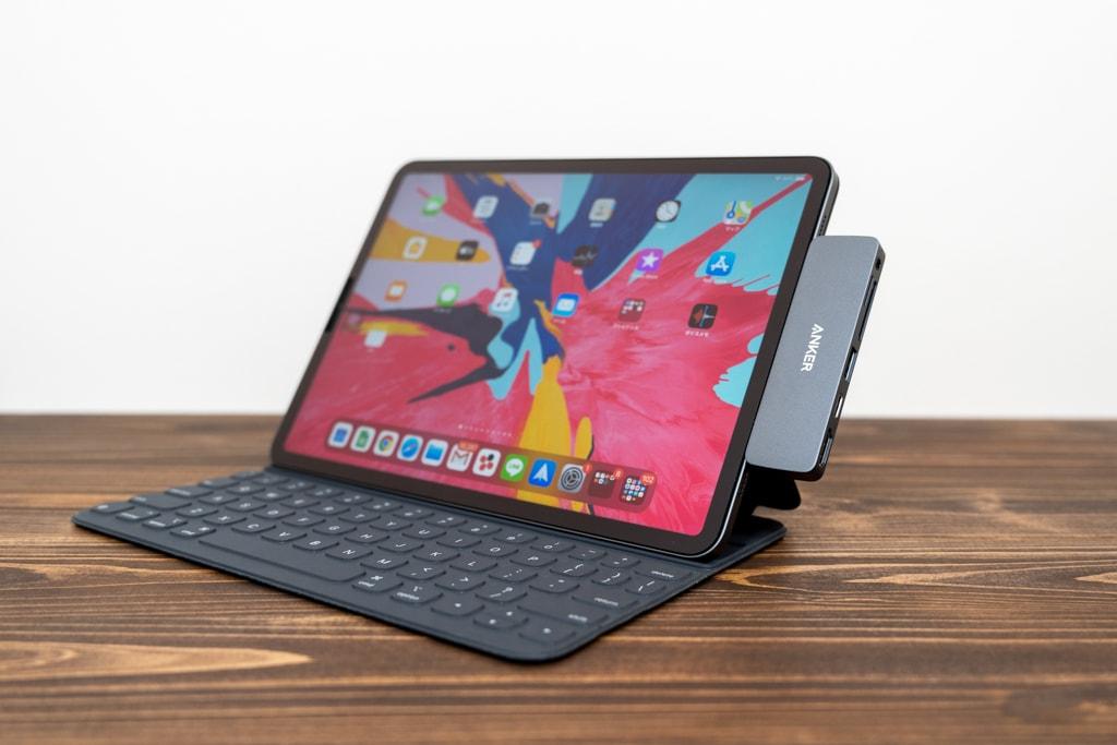 Smart Keyboard FolioにAnker PowerExpand Direct 6-in-1を装着