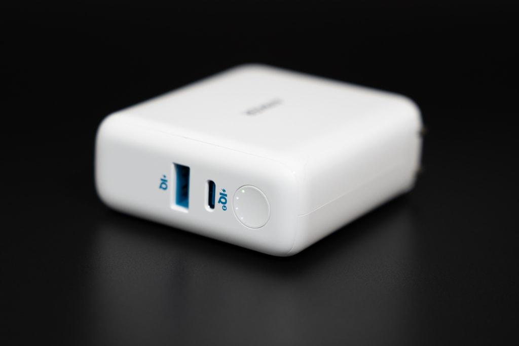「Anker PowerCore III Fusion 5000」はUSB充電器が一体化したモバイルバッテリー。
