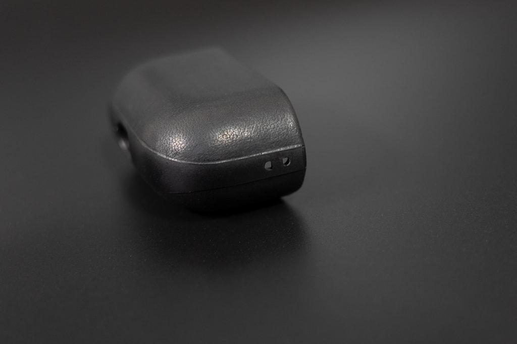 Nomad Rugged Case AirPods Proにはストラップ穴も