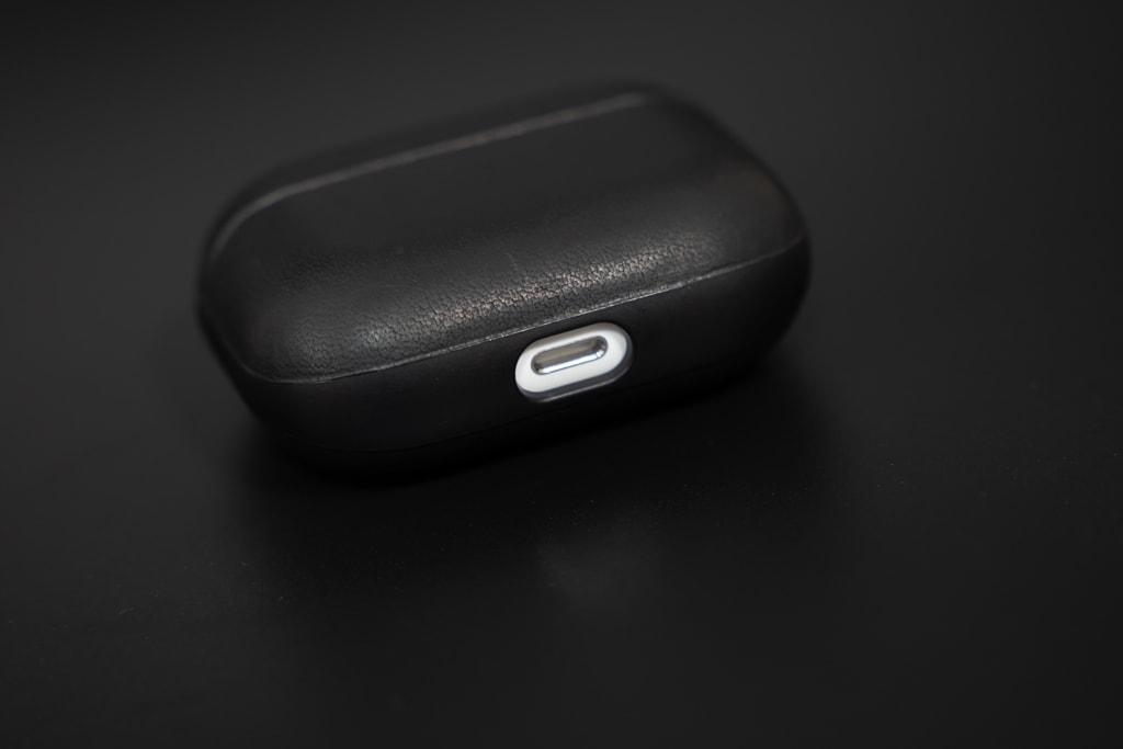 Nomad Rugged Case AirPods ProのLightningケーブル部分