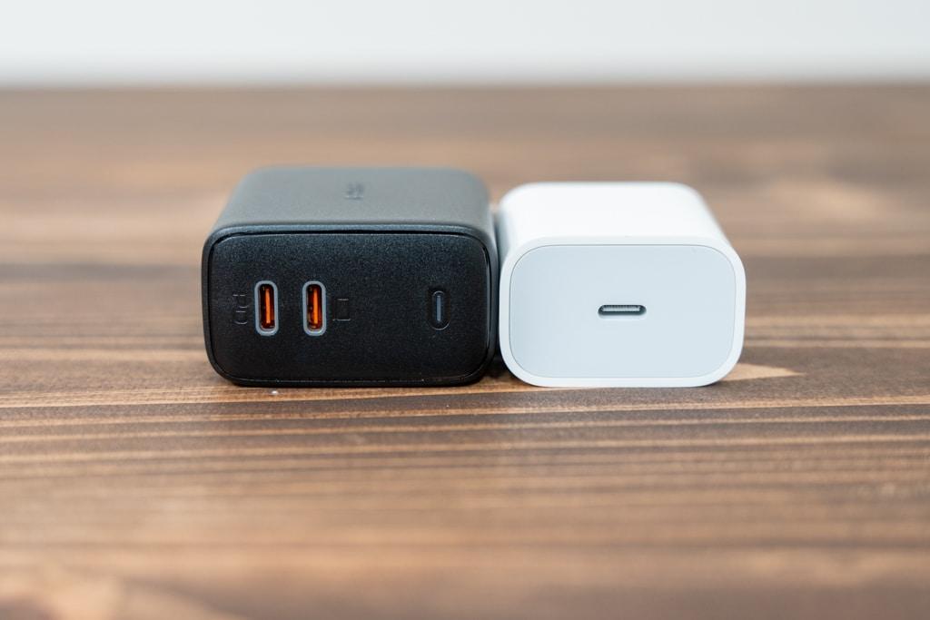 AUKEY Omnia PA-B4とiPad Pro付属充電器とのサイズ比較