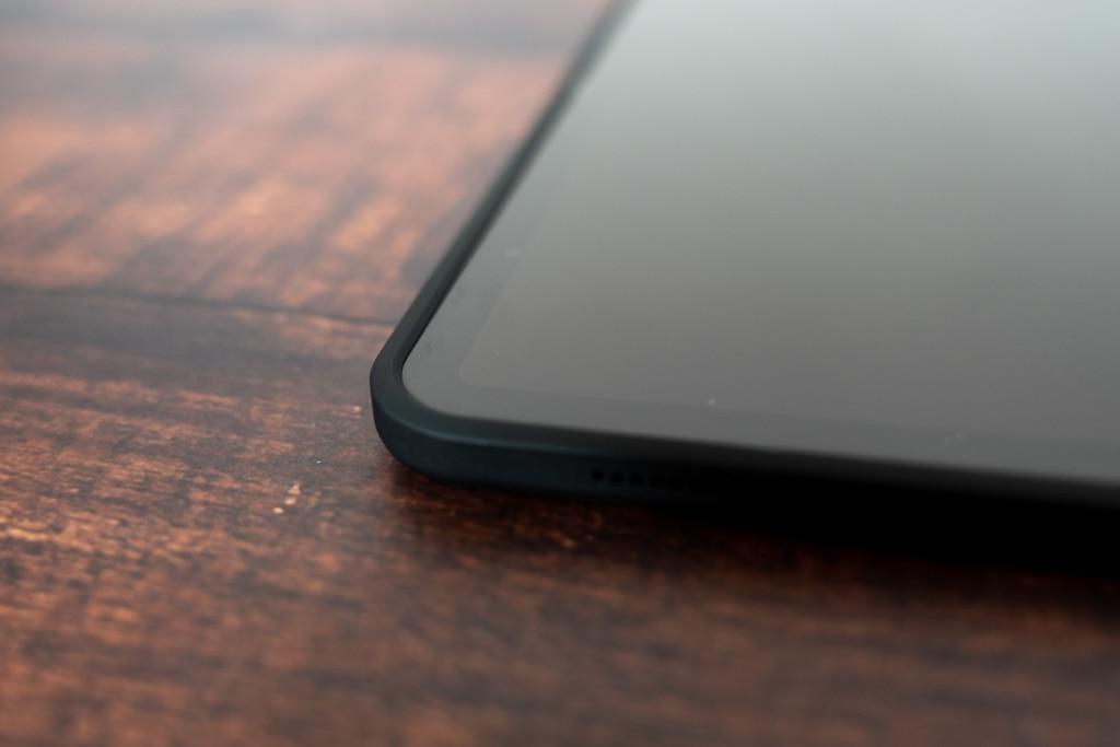 iPad Proよりケースが高くなっている