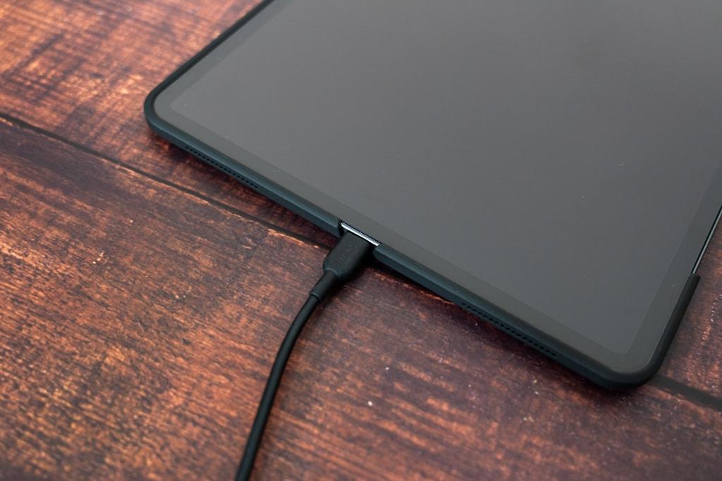 USB-Cケーブルを接続