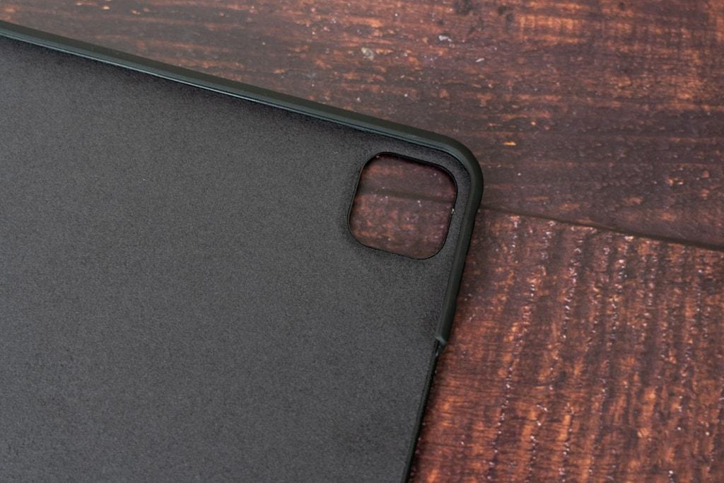 カメラ部分はiPad Pro 2020年モデルの形状