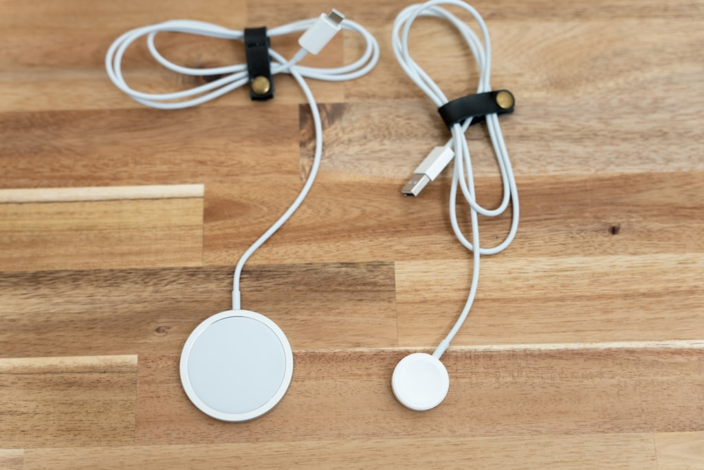 Apple MagSafe充電器とApple Watch磁気充電ケーブル
