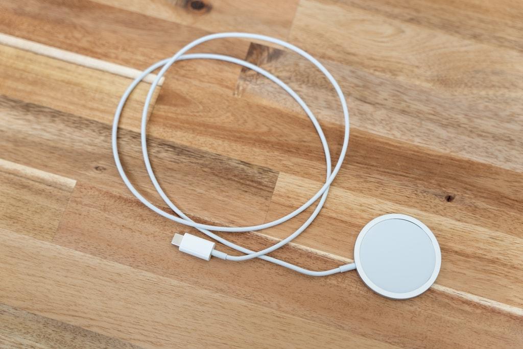 Apple MagSafe充電器は1mのケーブル