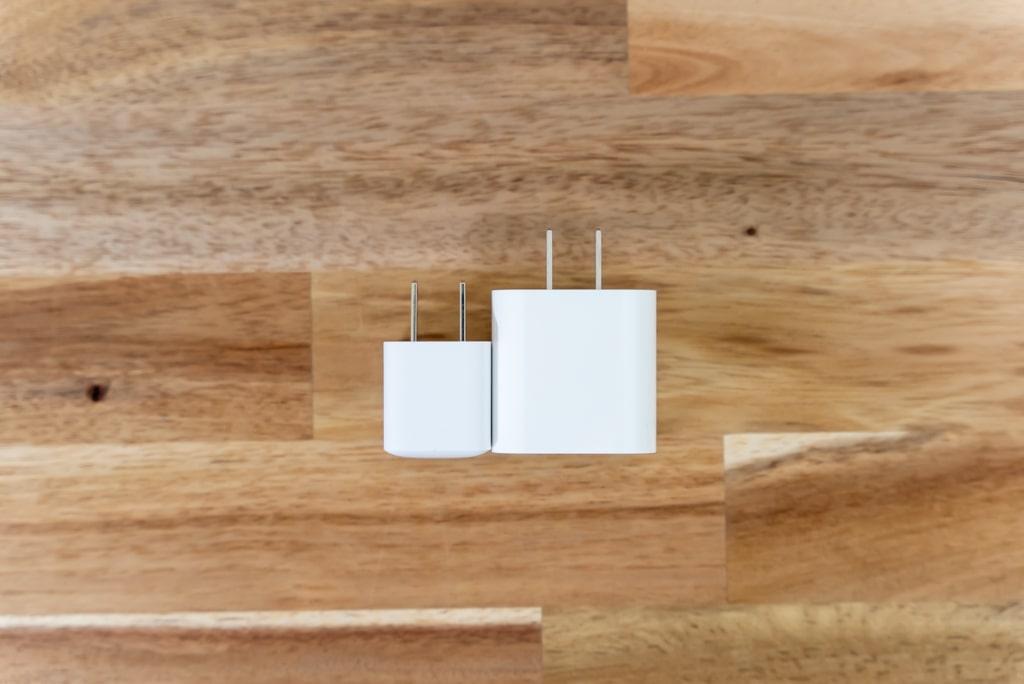 Anker PowerPort III Nano 20WとApple純正20W充電器を上から比較